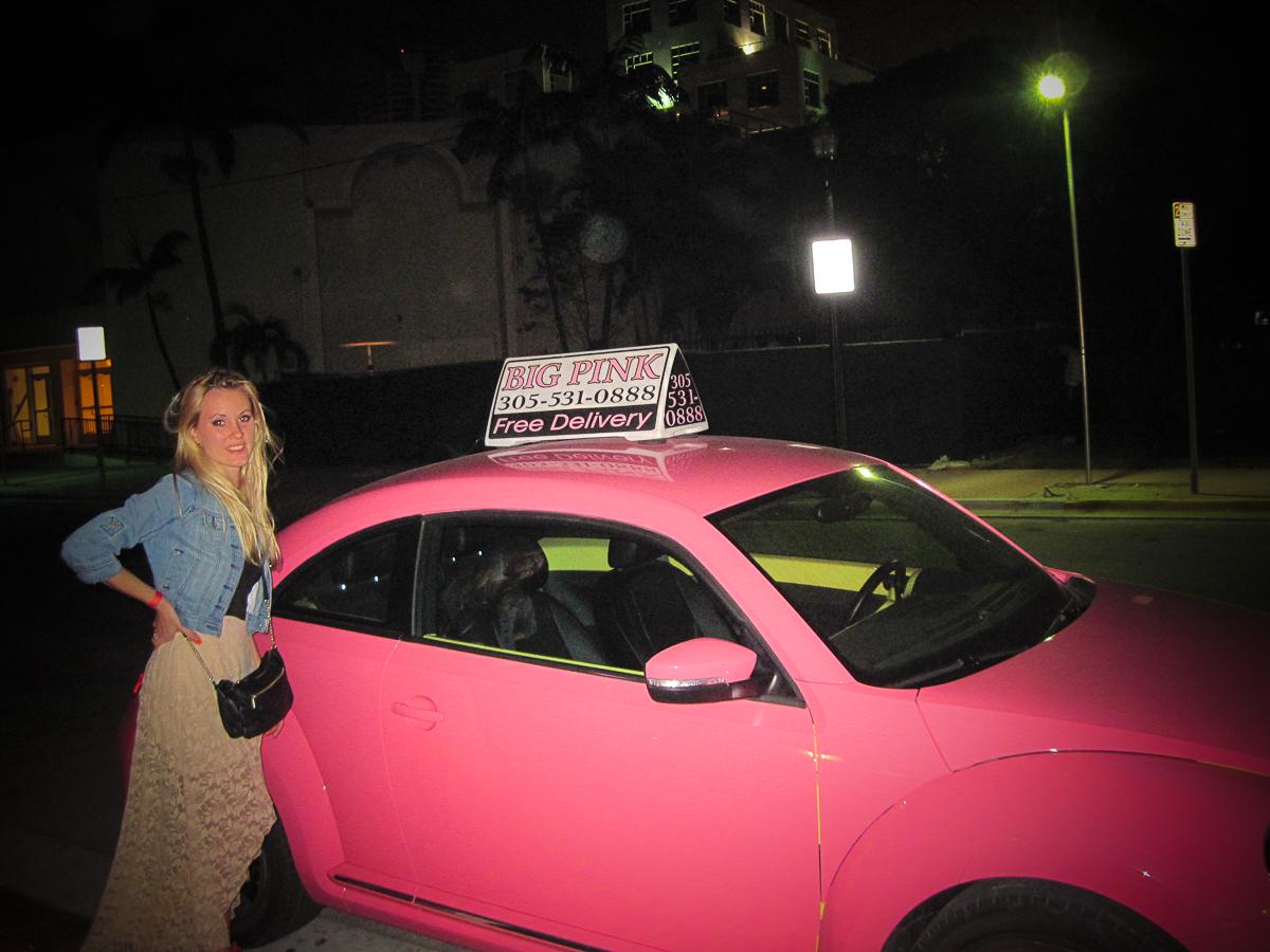 Рожеве авто